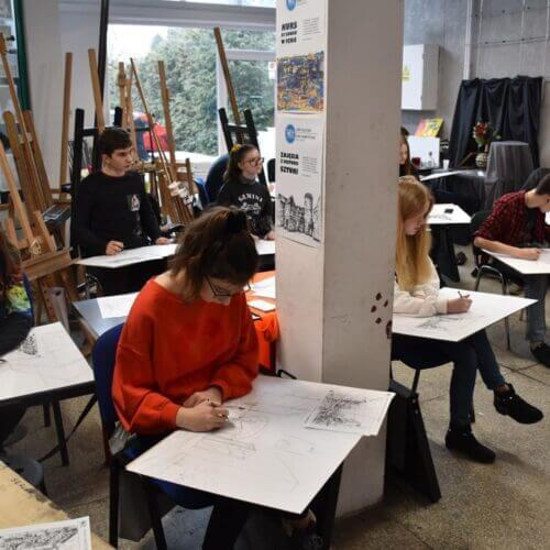 Sztaluga, deska, stół – na czym rysować?
